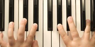 chọn mua đàn piano cho bé