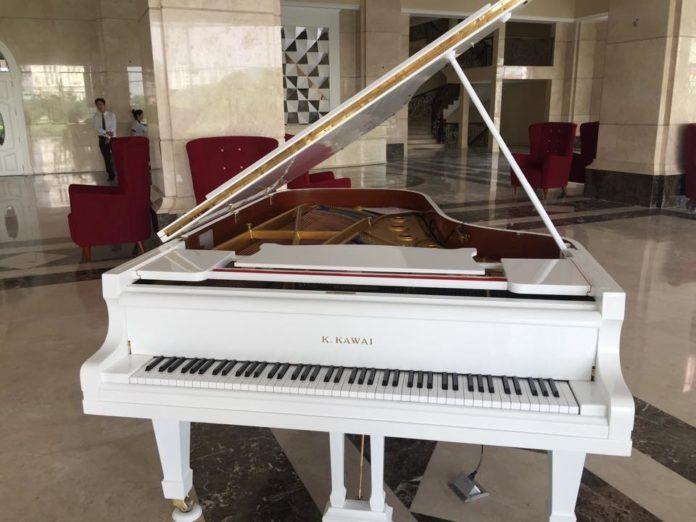 piano grand kawai